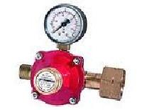 nyomás-szabályozó PB palackra manométerrel 8 kg/h 0-4B tömlővéges